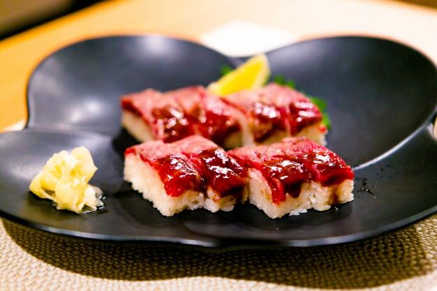 黒牛あぶり寿司1